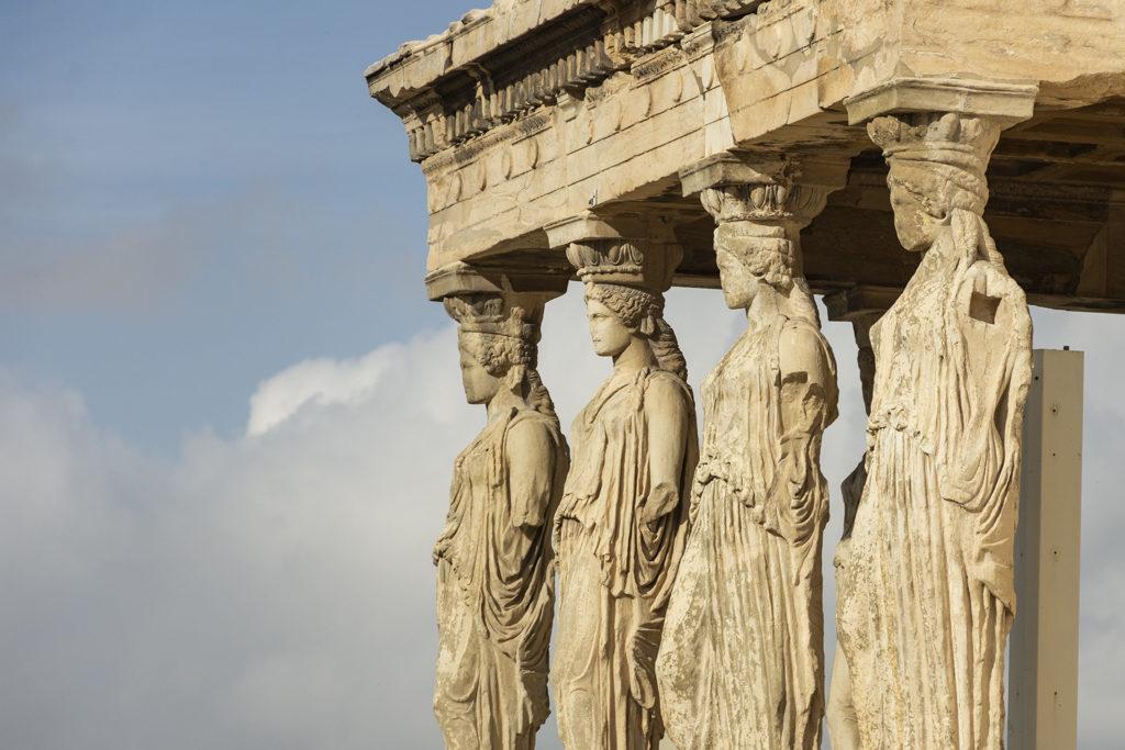 As cariátides sostendo o templo do Erecteion