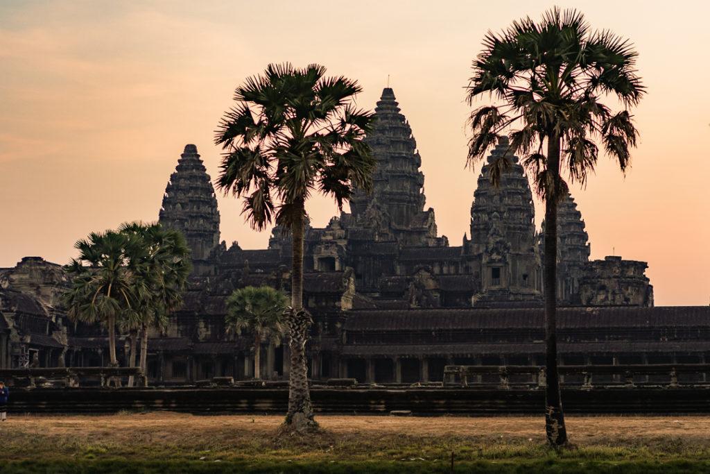 xenocidio_cambodia_xemeres_vermellos